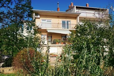 Property Novi Vinodolski (Novi Vinodolski) - Accommodation 5525 - Apartments with pebble beach.