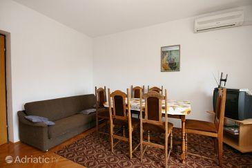 Apartment A-5540-a - Apartments Novi Vinodolski (Novi Vinodolski) - 5540