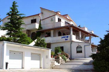 Klenovica, Novi Vinodolski, Obiekt 5548 - Apartamenty ze żwirową plażą.