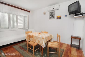 Apartment A-5601-a - Apartments Novi Vinodolski (Novi Vinodolski) - 5601