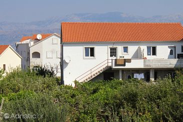 Property Supetar (Brač) - Accommodation 5627 - Apartments with pebble beach.