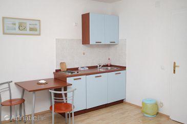 Bol, Kitchen u smještaju tipa studio-apartment, WIFI.