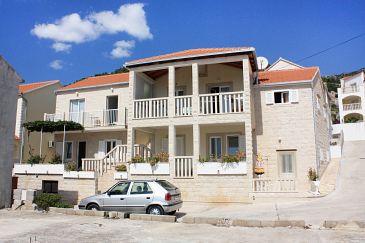 Obiekt Bol (Brač) - Zakwaterowanie 5641 - Apartamenty ze żwirową plażą.
