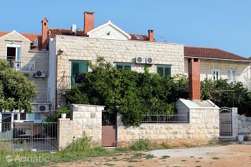 Property Supetar (Brač) - Accommodation 5658 - Apartments and Rooms with pebble beach.