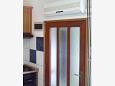 Sućuraj, Kitchen u smještaju tipa apartment, dostupna klima i WIFI.