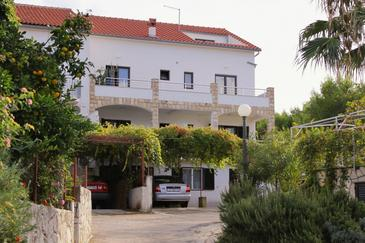 Property Jelsa (Hvar) - Accommodation 5703 - Apartments with sandy beach.
