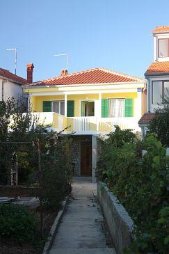 Obiekt Turanj (Biograd) - Zakwaterowanie 5740 - Apartamenty blisko morza ze żwirową plażą.