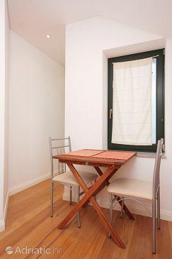 Bibinje, Dining room u smještaju tipa studio-apartment, dopusteni kucni ljubimci i WIFI.