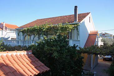 Obiekt Bibinje (Zadar) - Zakwaterowanie 5768 - Apartamenty blisko morza ze żwirową plażą.