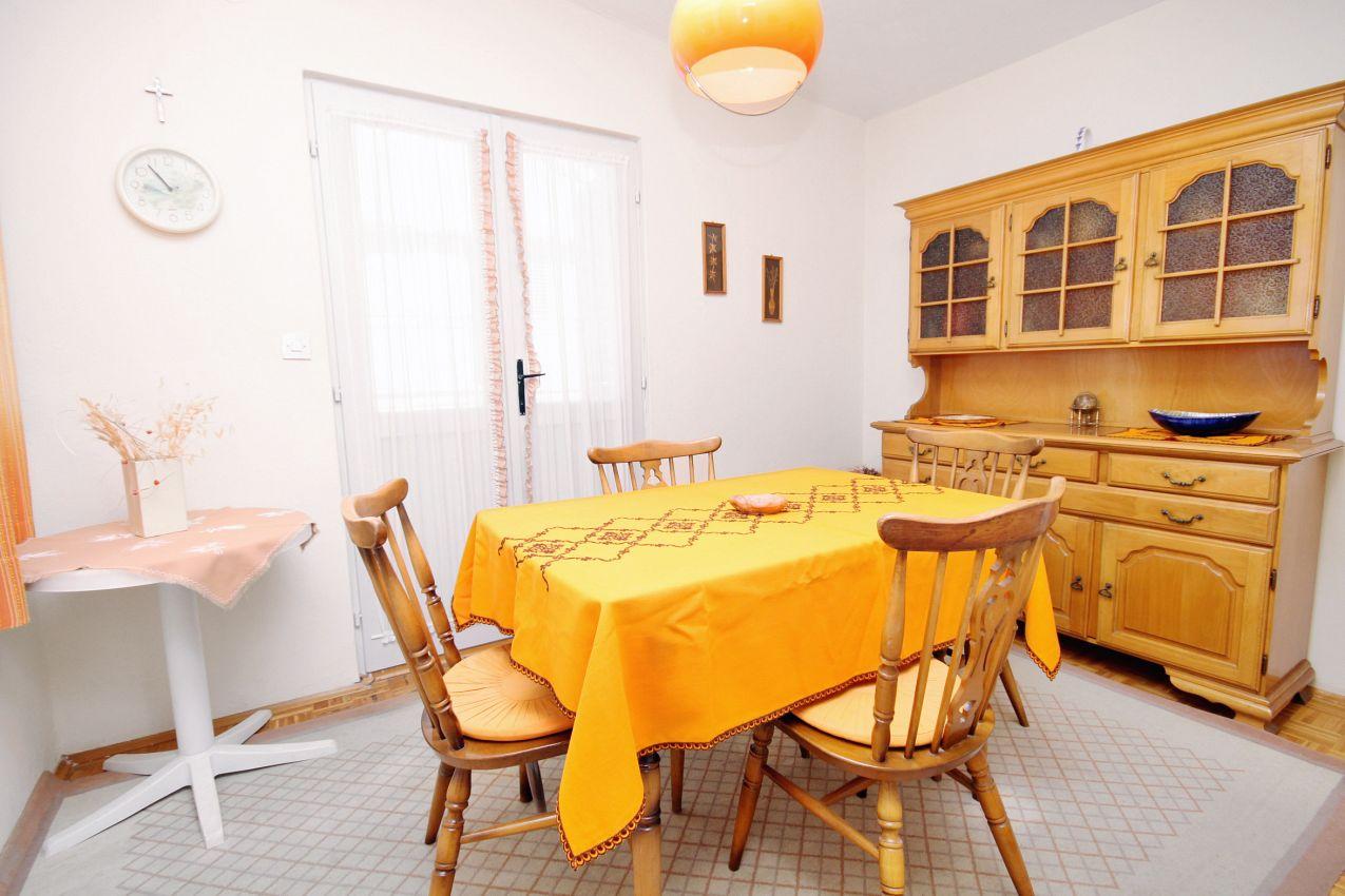 Apartmány s parkoviskom v meste Sukošan - 5802