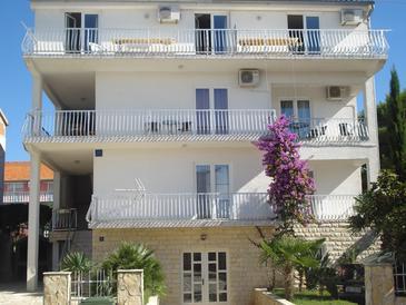 Obiekt Biograd na Moru (Biograd) - Zakwaterowanie 5834 - Apartamenty ze żwirową plażą.