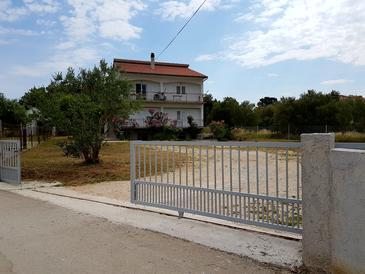 Bibinje, Zadar, Obiekt 5846 - Apartamenty blizu mora ze żwirową plażą.