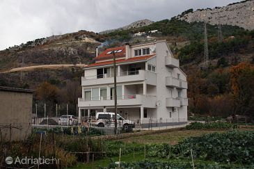 Property Zakučac (Omiš) - Accommodation 5954 - Apartments with sandy beach.