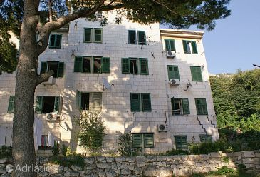 Property Omiš (Omiš) - Accommodation 5955 - Apartments near sea with pebble beach.