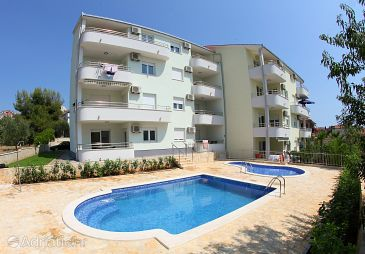 Property Okrug Gornji (Čiovo) - Accommodation 5960 - Apartments near sea with pebble beach.