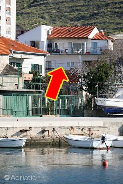 Property Dugi Rat (Omiš) - Accommodation 6002 - Apartments near sea with pebble beach.