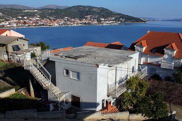 Poljica, Trogir, Obiekt 6019 - Apartamenty blizu mora ze żwirową plażą.