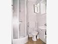 Komarna, Bathroom u smještaju tipa studio-apartment.