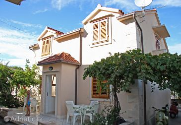 Property Supetar (Brač) - Accommodation 6037 - Apartments with pebble beach.