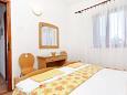 Bedroom 1 - House K-6052 - Vacation Rentals Postira (Brač) - 6052