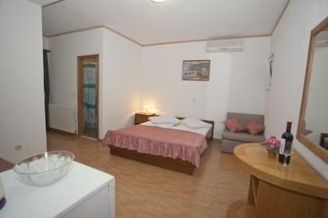 Room S-6056-a - Apartments and Rooms Brela (Makarska) - 6056