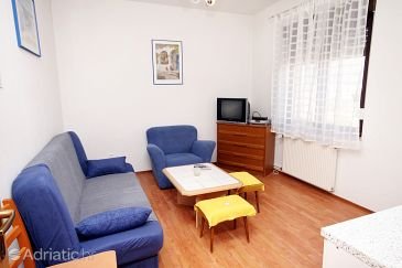 Apartment A-6060-c - Apartments and Rooms Kaštel Štafilić (Kaštela) - 6060