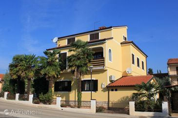 Property Umag (Umag) - Accommodation 6095 - Apartments near sea with sandy beach.