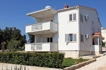 Property Petrčane (Zadar) - Accommodation 6109 - Apartments near sea with pebble beach.