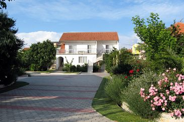 Property Zadar (Zadar) - Accommodation 6136 - Apartments with pebble beach.