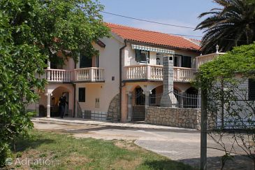 Property Privlaka (Zadar) - Accommodation 6154 - Apartments with sandy beach.