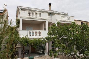 Obiekt Sveti Petar (Biograd) - Zakwaterowanie 6175 - Apartamenty ze żwirową plażą.