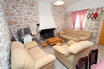 Lukoran, Living room u smještaju tipa house.