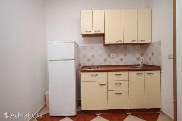 Povljana, Kitchen u smještaju tipa studio-apartment, dopusteni kucni ljubimci i WIFI.