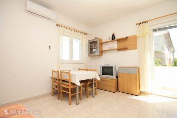 Murter, Dining room u smještaju tipa apartment, dostupna klima i WIFI.