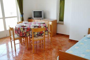 Novalja, Dining room u smještaju tipa apartment, dostupna klima i WIFI.