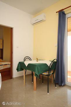 Starigrad, Dining room u smještaju tipa apartment, dostupna klima, dopusteni kucni ljubimci i WIFI.