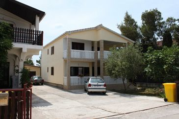 Property Vrsi - Mulo (Zadar) - Accommodation 6615 - Apartments with pebble beach.