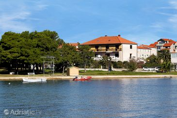 Property Privlaka (Zadar) - Accommodation 666 - Apartments near sea with sandy beach.