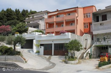 Property Makarska (Makarska) - Accommodation 6692 - Apartments with pebble beach.