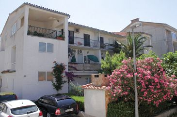Property Baška Voda (Makarska) - Accommodation 6707 - Apartments near sea with pebble beach.