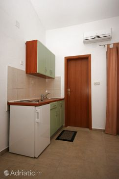Gradac, Kitchen u smještaju tipa studio-apartment, WIFI.