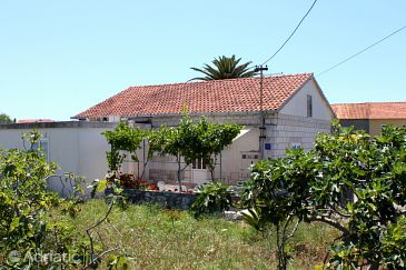 Property Sućuraj (Hvar) - Accommodation 6733 - Apartments near sea with pebble beach.