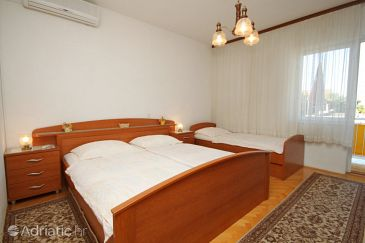 Room S-6778-a - Apartments and Rooms Makarska (Makarska) - 6778