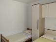 Baška Voda, Bedroom 1 u smještaju tipa studio-apartment, dostupna klima i WIFI.