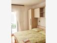 Baška Voda, Bedroom u smještaju tipa studio-apartment, dostupna klima i WIFI.