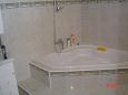 Bathroom 1 - Apartment A-6828-a - Apartments and Rooms Brela (Makarska) - 6828