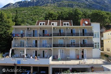 Property Baška Voda (Makarska) - Accommodation 6845 - Apartments with pebble beach.