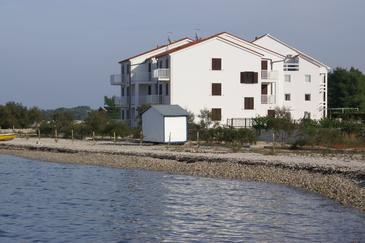 Obiekt Mirca (Brač) - Zakwaterowanie 6865 - Apartamenty blisko morza ze żwirową plażą.