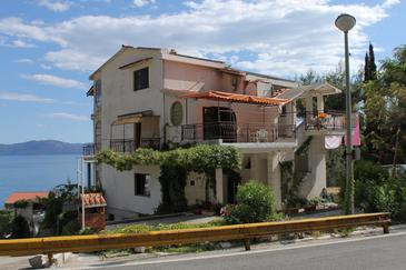 Property Brist (Makarska) - Accommodation 6867 - Apartments near sea with pebble beach.