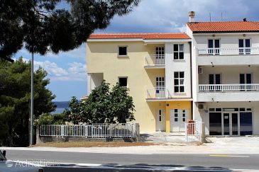 Property Baška Voda (Makarska) - Accommodation 6870 - Apartments and Rooms with pebble beach.